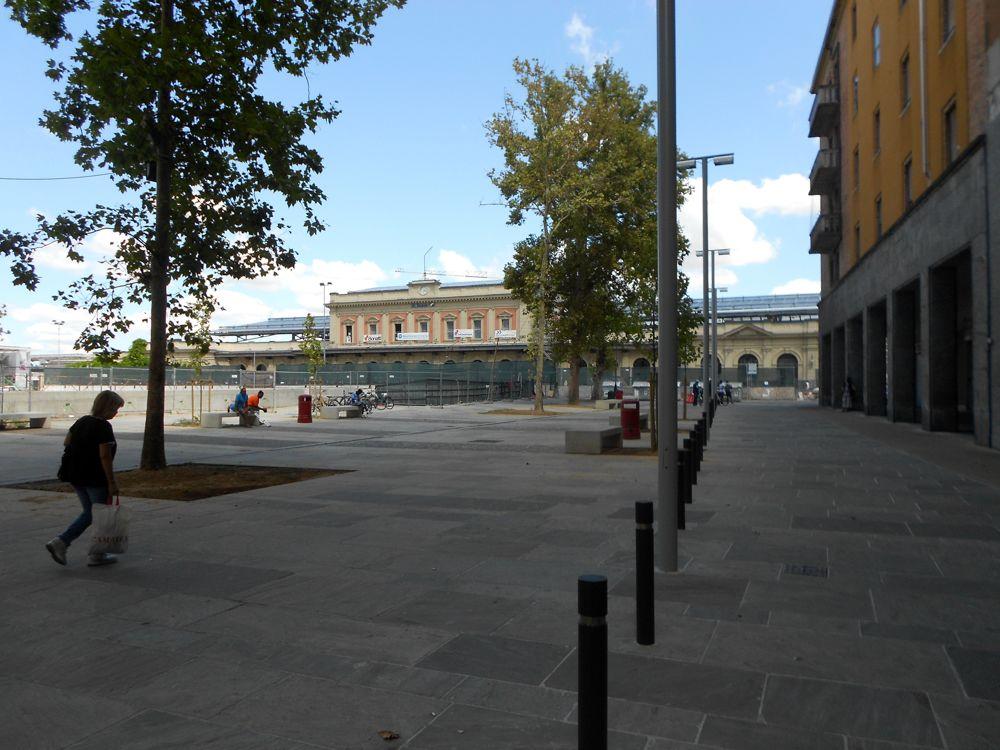 Piazzale Dalla Chiesa - zona est 9-2