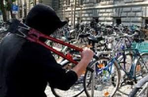ladro-di-bici-stazione-parma